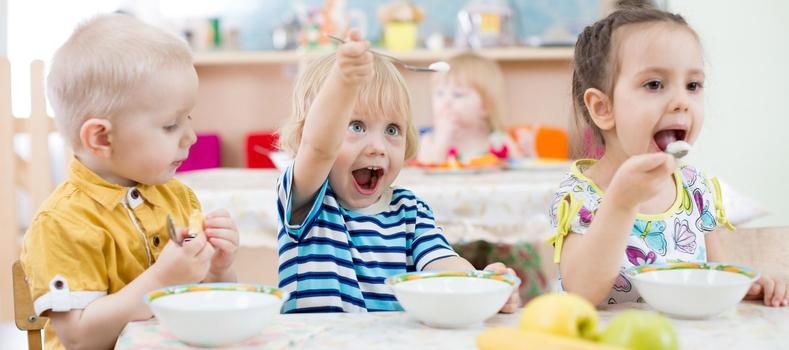 Kinder essen begeistert © iStock Andrey Kuzim